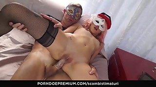 SCAMBISTI MATURI - Crazy sex session with mature swingers