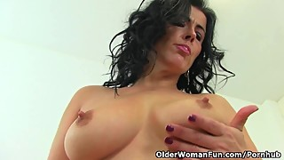 Curvy milf Montse Swinger fucks herself with a large dildo