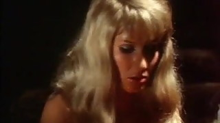 Die Bett-Hostessen 1973 (Group sex erotic scene)